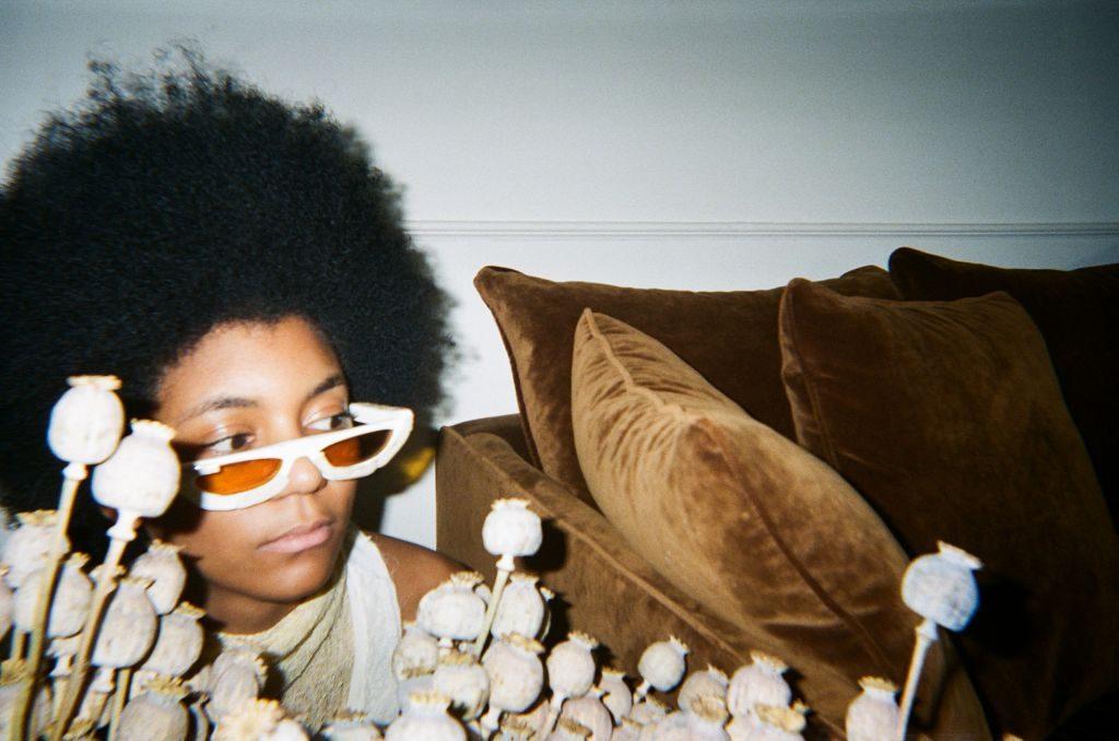 Séance photo pour les lunettes audacieux avec le modèle Christie Duhamel photo par Tsidjesi Sika Boucher