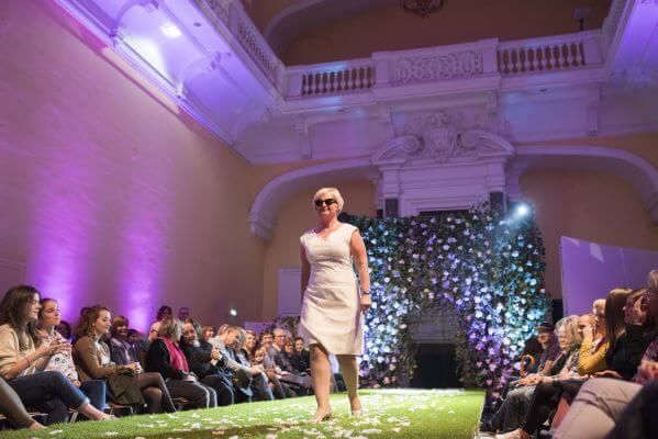défilé de mode avec la marque de lunettes sur-mesure française audacieux.net