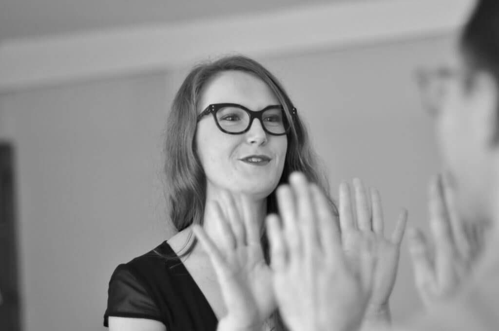 ambassadrice des lunettes sur mesure audacieux